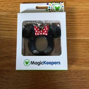 New! Minnie Mouse Magic Keeper